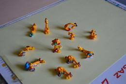 Lot De 10 Figurines FERRERO (Kinder) GIRAFE (parachutiste, Campeuse, Cycliste, Surfeur...) - Kinder & Diddl