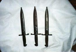 3 Baïonnette Mauser Espagnoles 1940. Fourreaux Au Même Numéro - Knives/Swords