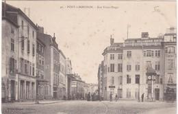 F54-030 PONT A MOUSSON - Rue Victor Hugo - Coin Du Salon De Coiffure à Droite - Pont A Mousson