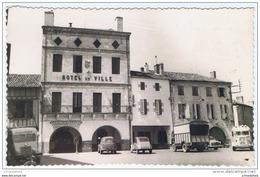 Cpsm..47..LAYRAC..PLACE DE L'HOTEL DE VILLE..SAPEURS POMPIERS..CENTRE DE SECOURS...A VOIR - France