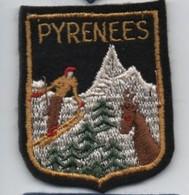 Ecusson Tissu Ancien /Pyrénées / Skieur Et Isard/ Vers 1950-1960   ET194 - Patches