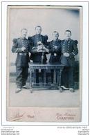 PHOTO  DE SOLDATS DU  130 ° REGIMENTS  EN TENUE DE SORTIE ;ON VOIT UN CORP DE CHASSE SUR BRAS - 1914-18