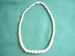 Jugendstil Elfenbeinkette,teilweise Geschnitzte Perlen, Im Größenverlauf Gearbeitet (506) - Halsketten
