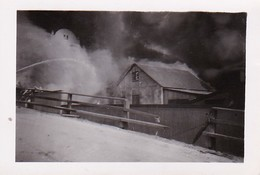 Foto Brennendes Bauernhaus Und Löscharbeiten - Lödingen - Ca,. 1940 - 9*6cm (34793) - Orte