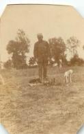 PHOTO ORIGINALE  SOLDAT PREMIERE GUERRE MONDIALE  AVEC DES CHIENS - Guerre, Militaire