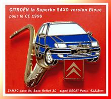 """SUPER PIN'S CITROËN : La Superbe """"SAXO"""" BLEUE émise En 96 Pour Le CE Par DECAT PARIS, ZAMAC Or, Saxo 3D, 4X2,8cm - Citroën"""