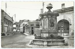 AMBONNAY (Marne) - La Fontaine (Place) - En Face, Rue De Bouzy - CPSM N&B Non écrite Format CPA -Scan Recto-verso - France