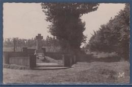 Busigny (Nord) Le Monument Des Fusillés Du 2 Septembre 1944, Busigny Le 17.7.51 - Otros Municipios