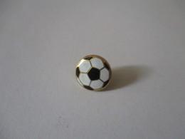 Spilla In Oro 18k Smaltato Pallone Di Calcio. 1cm - Brooches