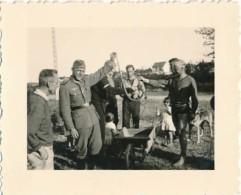 AC -  B3301  (Photo PF-format 58x72mm) - Période IIIème Reich - Scène De  Vie  Militaire - Guerre, Militaire