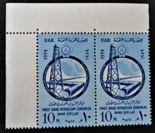 CONGRES ARABE DU PETROLE 1959 - PAIRE NEUVE ** - YT 448 - MI 562 - COIN DE FEUILLE - Egypt