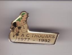 PIN'S --  A.C . THOUARS -- CYCLISME -- 1977 - 1992 ( Dép 79 ) - Cyclisme