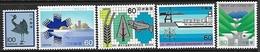 Japan   1980-1   5 Diff  MNH   2016 Scott Value $5.80  Including Silver Crane - 1926-89 Empereur Hirohito (Ere Showa)