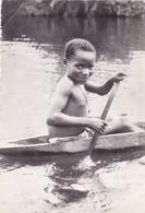 AFRIQUE,COTE D'IVOIRE,région Des Lacs,prés Yamoussoukro,enfant Heureux Avec Pirogue,et Chaine Et Croix,rare - Ivory Coast