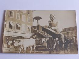 Chalon Sur Saone Carnaval 1908 Char Tire Par Des Boeufs Cpa Gros Plan Devant Le Cafe De La Terrasse - Chalon Sur Saone