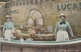 N°5.  Vichy - Source Lucas ( Gros Plan, Carte Colorisée) - Vichy