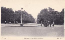 86,vienne,POITIERS EN 1916,le Parc De Blossac,rond Point, Vue Sur Les Habitants De L'époque,avec Chapeaux - Poitiers