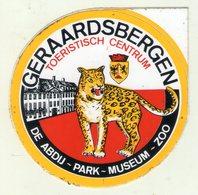 AUTOCOLLANT . STICKER . GERAARDSBERGEN . TOERISTISCH CENTRUM . DE ABDIJ-PARK - MUSEUM - ZOO . TIGRE. ANIMAUX . - Stickers