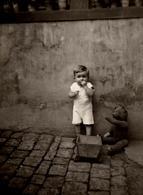 Photo Originale Jeu & Jouet - Portrait D'un Gamin, De Sa Remorque Et De Son Ours En Peluche Articulé Au Jardin 1930/40 - Voorwerpen