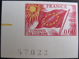 DF/943 - 1975 - CONSEIL DE L'EUROPE - TIMBRE DE SERVICE - N°46 - TIMBRE NEUF** NON DENTELE UNICOLORE COIN DE FEUILLE - France