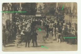 """AUCH Carte Photo  Fete Au Pied De La Statue  D'Étigny  Banniere Des """"vignerons MONTESTRUC"""" Draisienne Tricycle - Auch"""