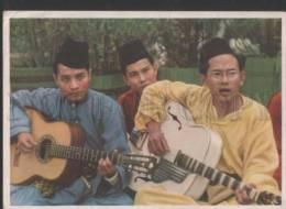 118864 INDONESIA PROPPAGANDA Youth Of World Wants Peace Guitar - Ethnics
