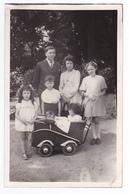 Photo à Identifier Format Carte Postale Couple Avec 5 Enfants VOIR ZOOMS Beau Landau Ancien - Personnes Anonymes