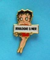 1 PIN'S //   ** BETTY BOOP / Faisant Du Stop Direction ** BOULOGNE  S/MER ** . (Corner © KFS FS 1991) - Comics