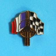 1 PIN'S //   ** VOLANT / DRAPEAU TRICOLORE & A DAMIER ** - Badges
