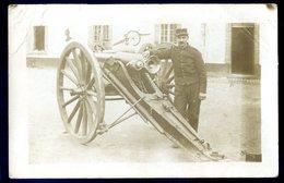 Cpa Carte Photo Soldat Près D' Un Canon  AVRIL18-17 - Equipment