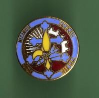 MECANIQUE EC-02-005 ? *** Pin's A Vis *** - Badges