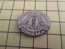 Pin1415b Pin's Pins / Rare Et Beau THEME : PERSONNALITES  / CINEMA FONTAINEBLEAU NEMOURS CHARLOT CHAPLIN - Celebrities