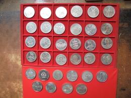 ILES BRITANNIQUES+DIVERS  TRES BEAU LOT DE 34 MONNAIES GRANDS FORMATS (950 GRAMMES) - Lots & Kiloware - Coins
