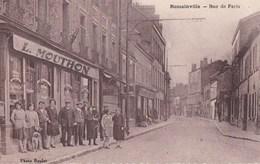 93 ROMAINVILLE  CPA PHOTO BOULET Dentelée Animée CAFE TABAC MOUTHON Rue De PARIS - Romainville