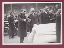 240518 - 1937 PHOTO DE PRESSE POLITIQUE ALBERT LEBRUN Salon Automobile Grand Constructeur Français RENAULT Louis - Personnages