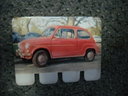 N° 73 - PLAQUE METAL En TOLE FIAT 600 D De 32 CV - AUTOMOBILE COOP Des Années 60 - Advertising (Porcelain) Signs