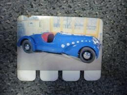 N° 65 - PLAQUE METAL En TOLE PEUGEOT 402 Darl'mat De 1936 - AUTOMOBILE COOP Des Années 60 - Plaques Publicitaires