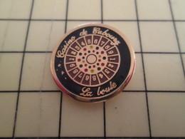 Pin713b Pin's Pins / Beau Et Rare : THEME JEUX / CASINO CABOURG LA BOULE JEU D'ARGENT ET DE HASARD - Games
