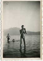 Jeune Homme Garçon Young Man Femme Bain Sea Ocean Baignade Maillot Sexy Composition Reflet Bronzage 50s - Anonymous Persons