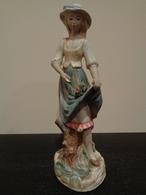 Mujer Con Sombrero Y Vestido De Flores. Marca Porcelana Artística Levantina (PAL). España. - Cerámica Y Alfarerías