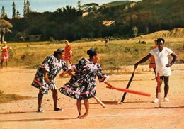 1 AK Nouvelle Caledonie - New Caledonia - Neukaledonien * Girls Playing Cricket - Französisches Überseeterritorium * - Neukaledonien