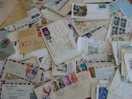 LOT 350 TIMBRES SUR LETTRES CARTES ETRANGERES DDR RUSSIE USA BRESIL AFRIQUE ROYAUME UNI ETC 1947 A ANNEES 80 VOIR PHOTOS - Stamps