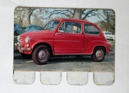 Plaque Métal Voiture FIAT 600D L'auto à Travers Les âges COOP 1964 - Automobile