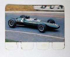 Plaque Métal Voiture Lotus Jim Clarck 1963 L'auto à Travers Les âges COOP 1964 - Automotive