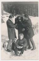 REAL PHOTO Montage Ancienne -  BEAR Costume Man , Guys,  OURS  Pose Avec  Groupe  Hommes, Des Souvenirs , ORIGINAL - Foto's