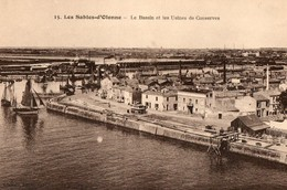 CPA. 85. LES SABLES D OLONNE.  Le Bassin Et Les Usines De Conserves. - Sables D'Olonne
