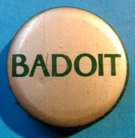 CAPSULE BADOIT ( DIAMETRE 32 MM GRAND MODELE ) - Capsules
