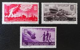 9 EME ANNIVERSAIRE DE LA REVOLUTION 1961 - NEUFS ** - YT 500 + 502 + 504 - Unused Stamps