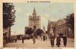 CPA Lezardieux, Le Monument Aux Morts Et L'Eglise (pk46429) - France