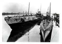 SOUS MARINS (allemands) U Boote à Heligoland ;photo Format 13 X 18cm Environ. - Guerra, Militari